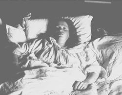 Margrethe Q. Wiborg i sengen, Digerud, Frogn, Akershus, 1907