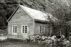 Ljøsne, Lærdal, Sogn og Fjordane, bygget 1866.  Lite grått s