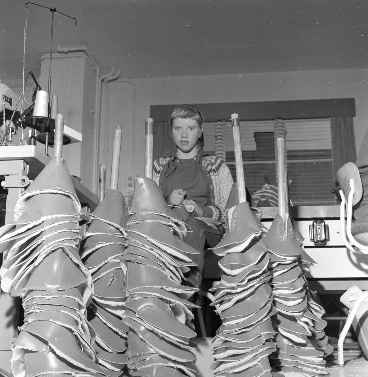 Sandefjord, oktober 1958, Sandefjord skofabrikk, produksjonhallen.