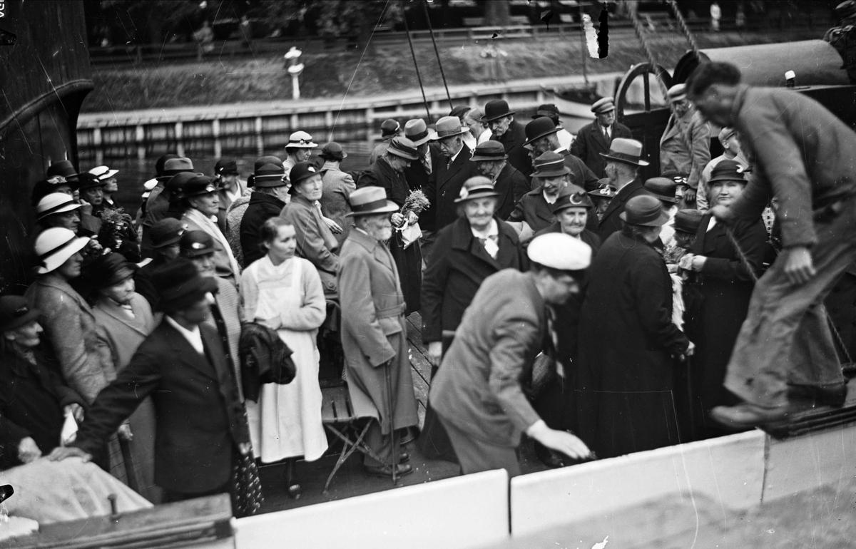 Tillbaka från båtutflykten på De gamlas dag, Uppsala 1939