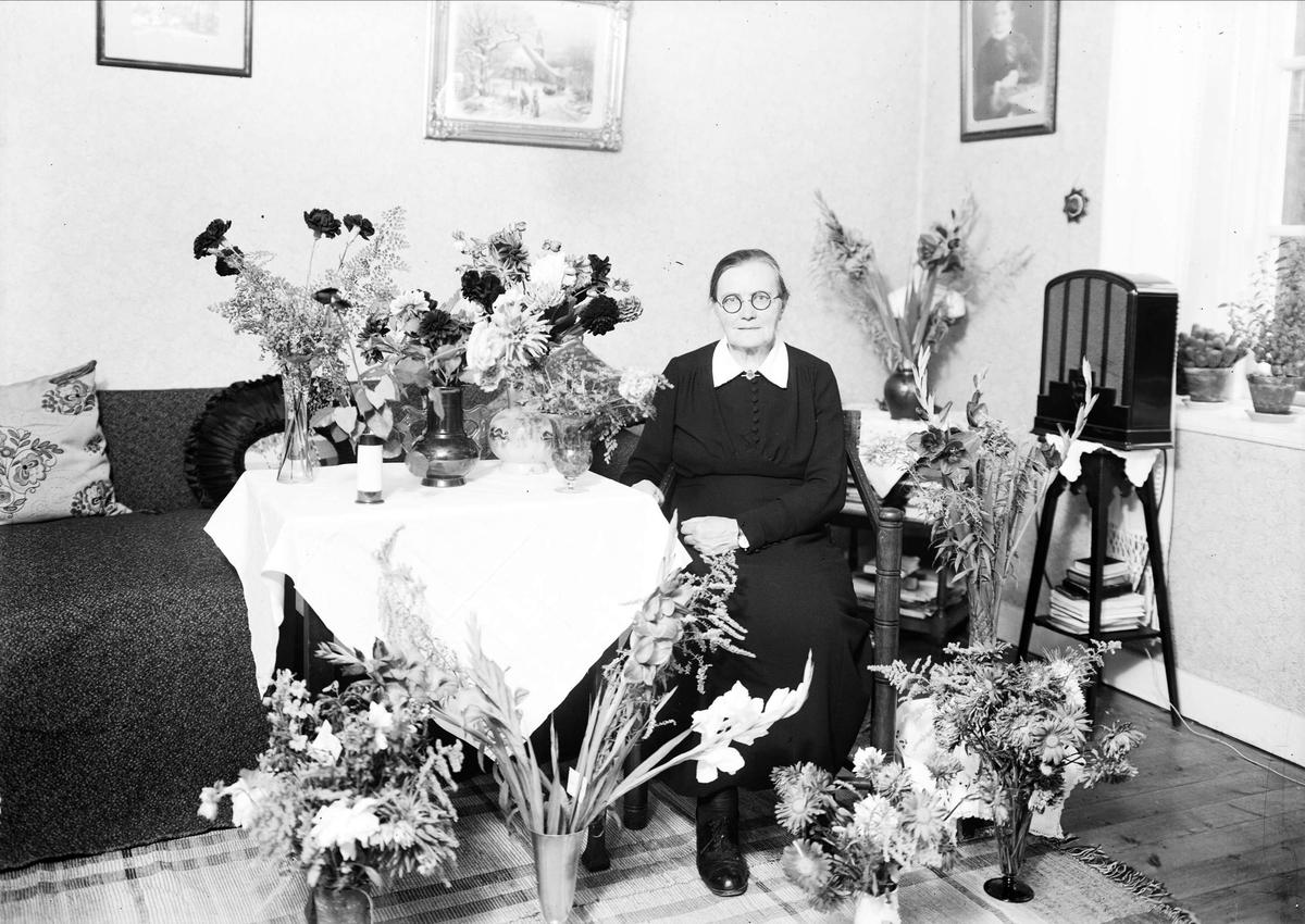 Födelsedagsporträtt - kvinna, Uppsala 1943