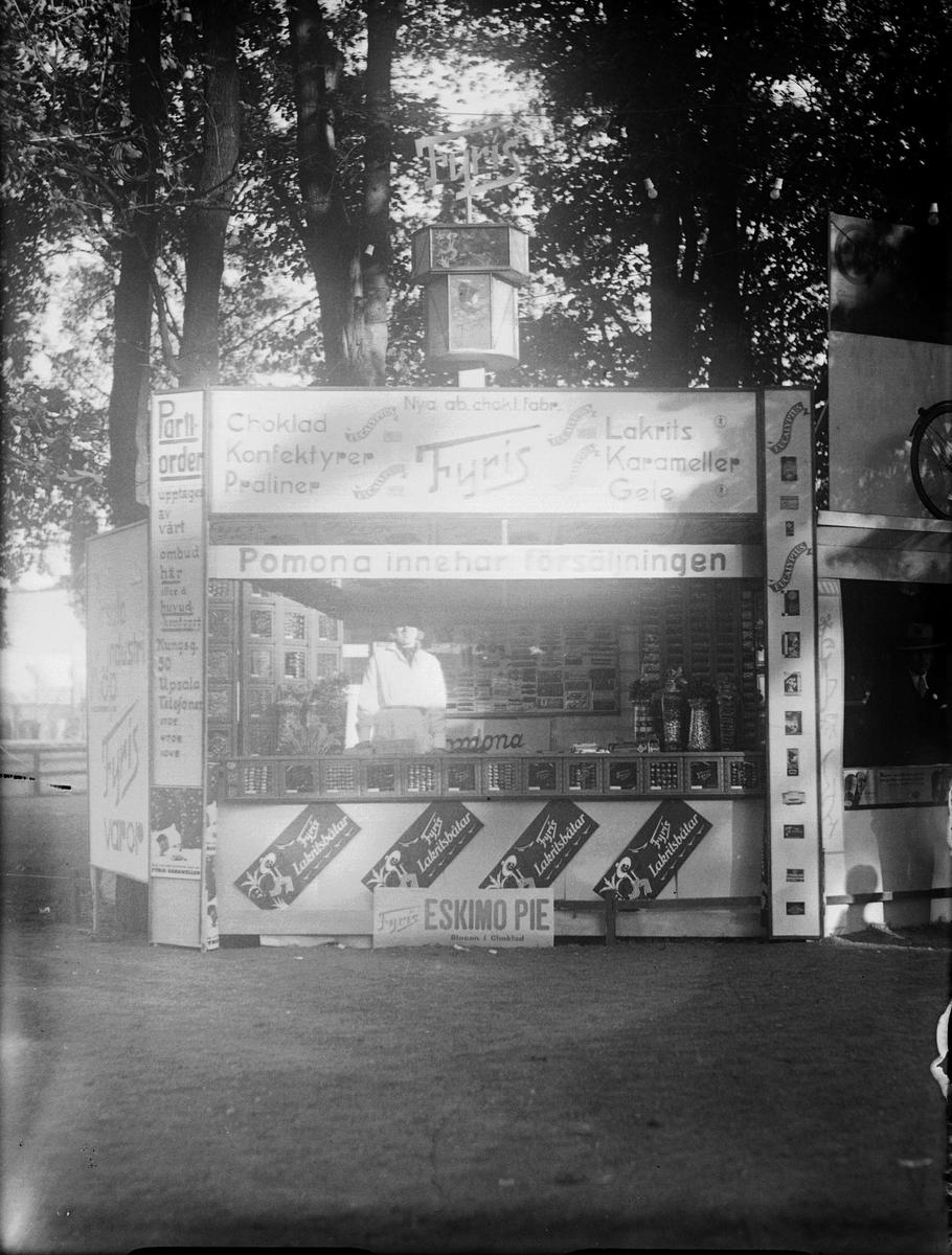 AB Chokladfabriken Fyris kiosk på Barnens Dag i Uppsala 1933