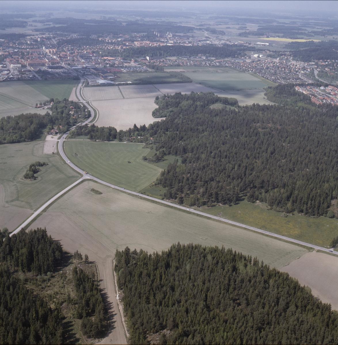 Vy över Klista och Husberg mot Enköping, Uppland, juni 1989