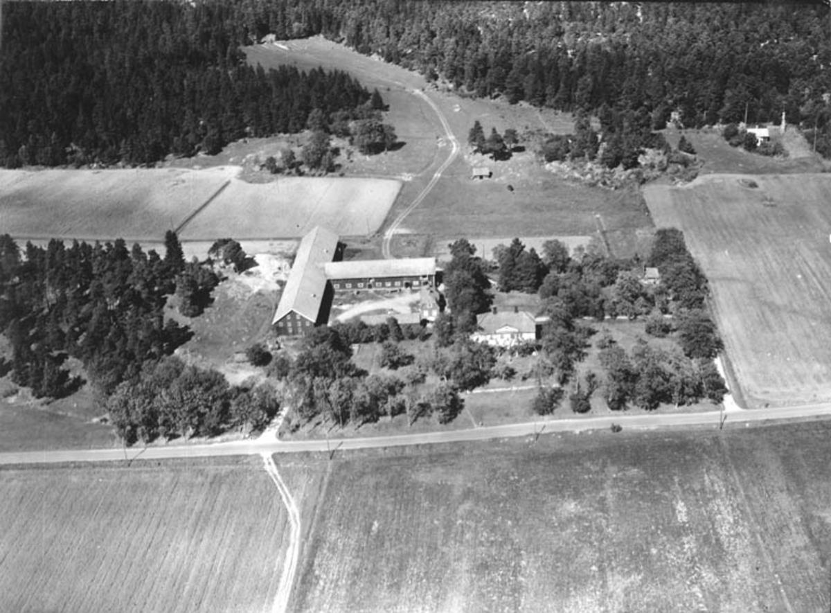 Flygfoto över Stora Almby, Vänge socken, Uppland 1950