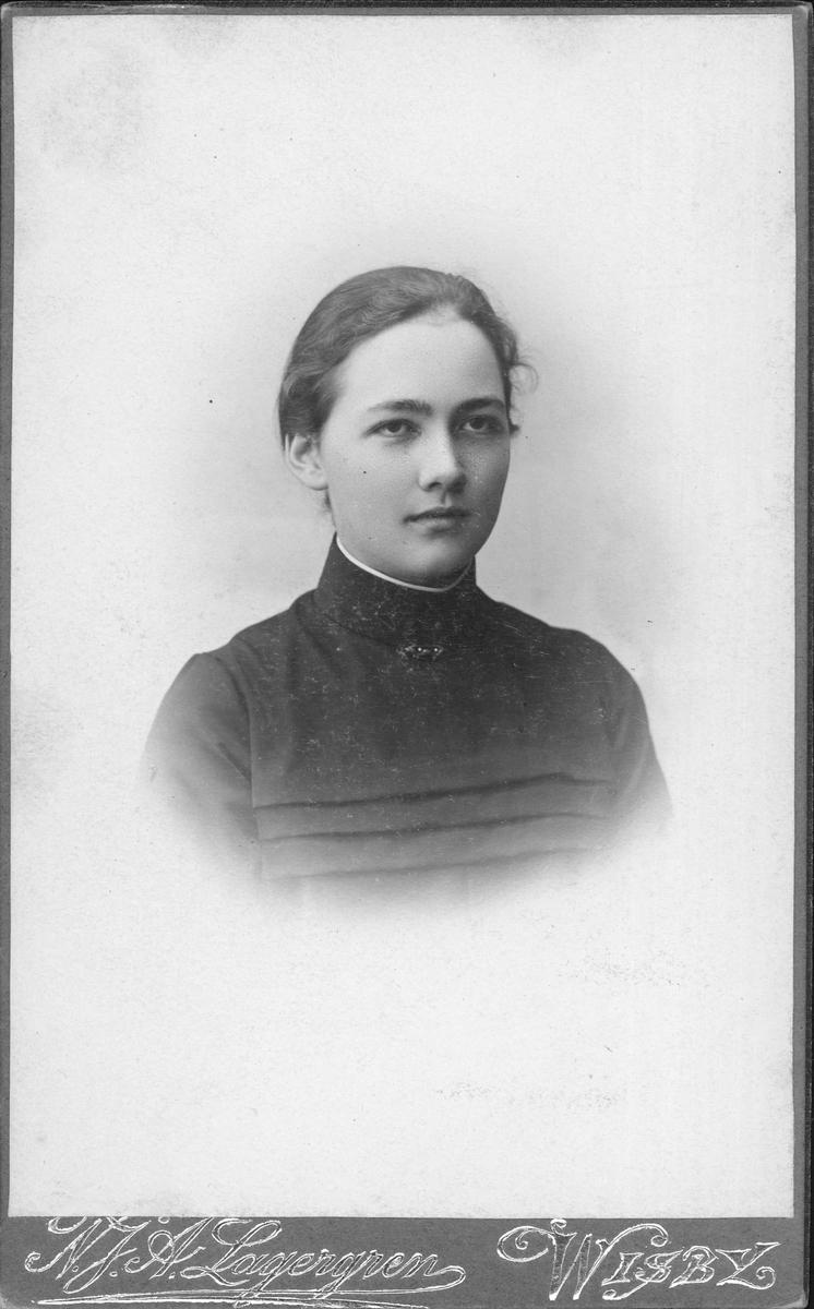 Porträtt - ung kvinna, sannolikt augusti 1903