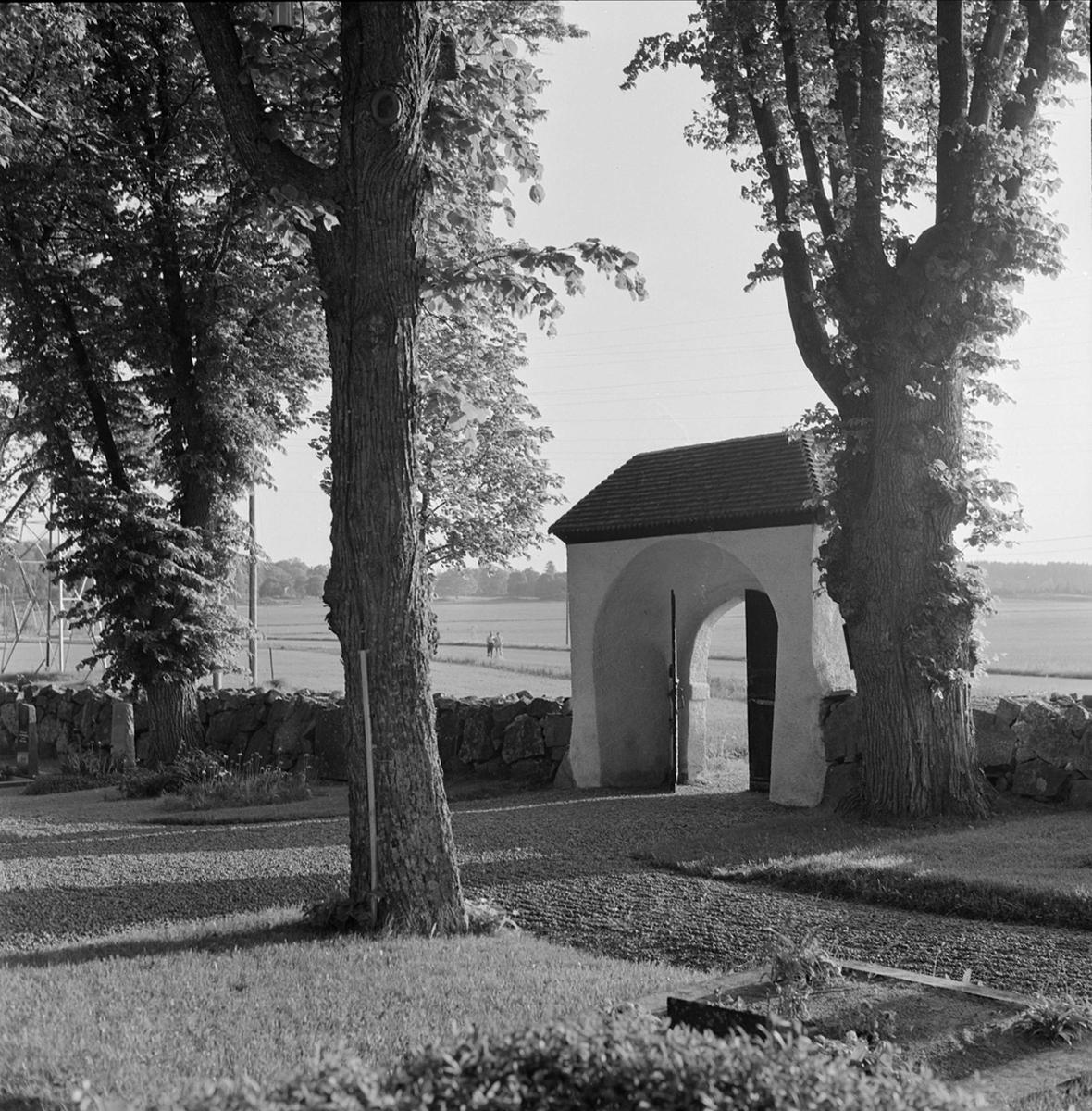 Stiglucka vid Svinnegarns kyrka, Svinnegarns socken, Uppland 1960