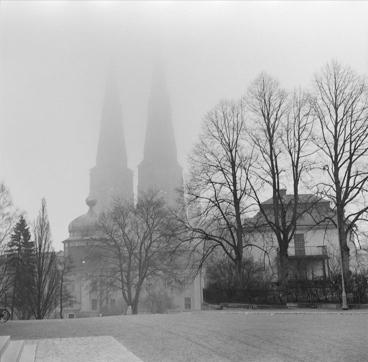 Vy över Ärkepiskopsgården och Uppsala Domkyrka, stadsdelen Fjärdingen, Uppsala