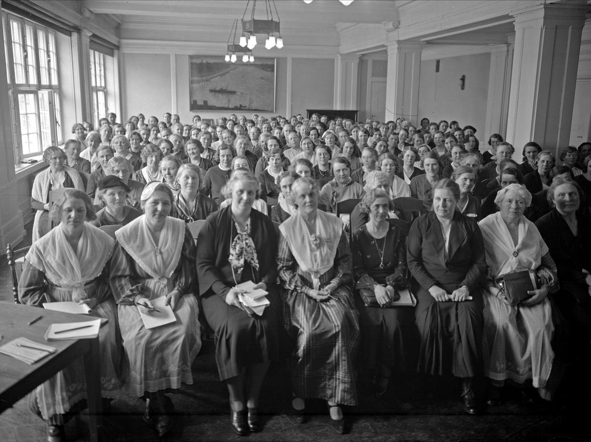 Kvinnor på möte, sannolikt i Uppsala 1935