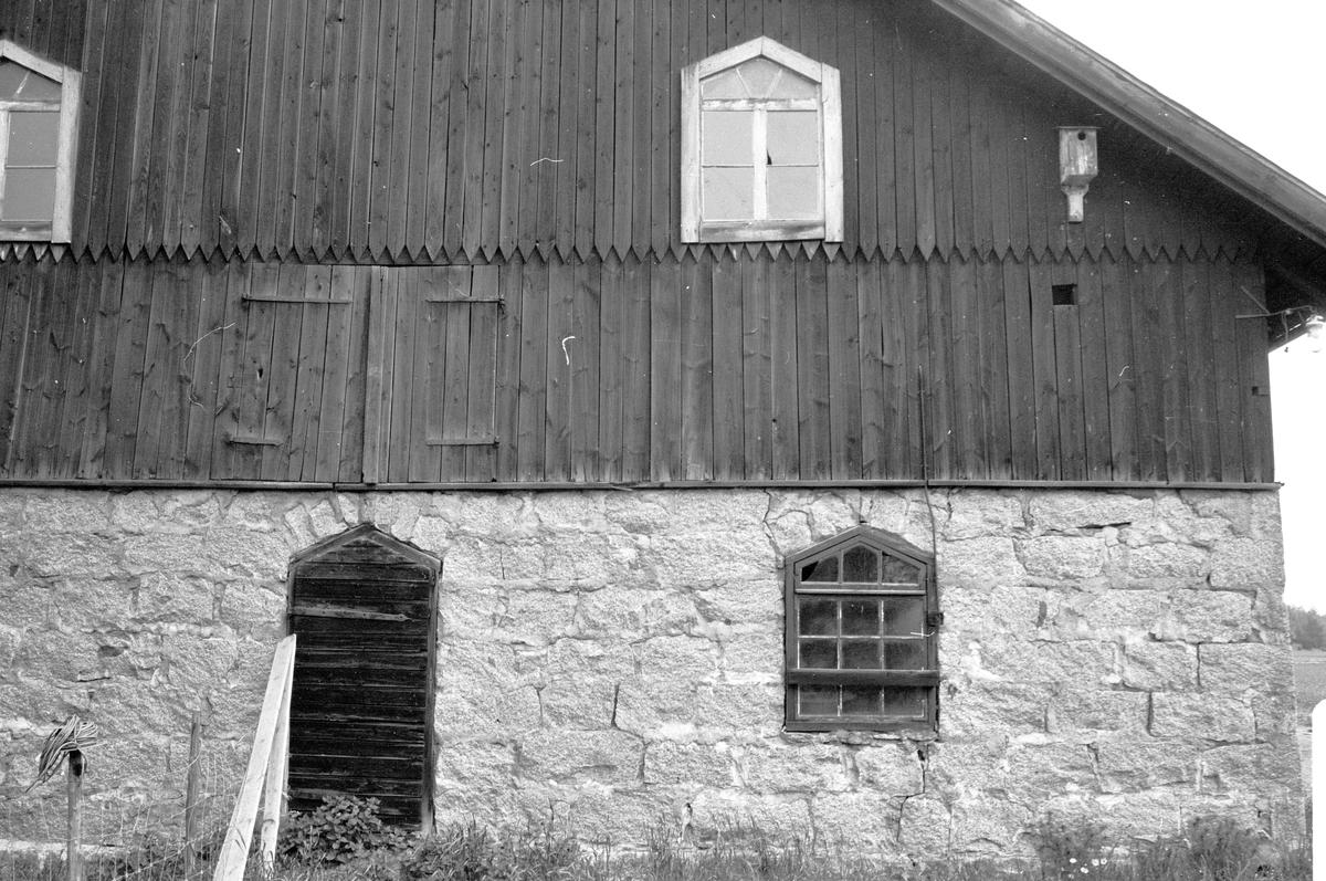 Ladugård, Fullerö 33:9, Ekeby, Gamla Uppsala socken, Uppland 1977