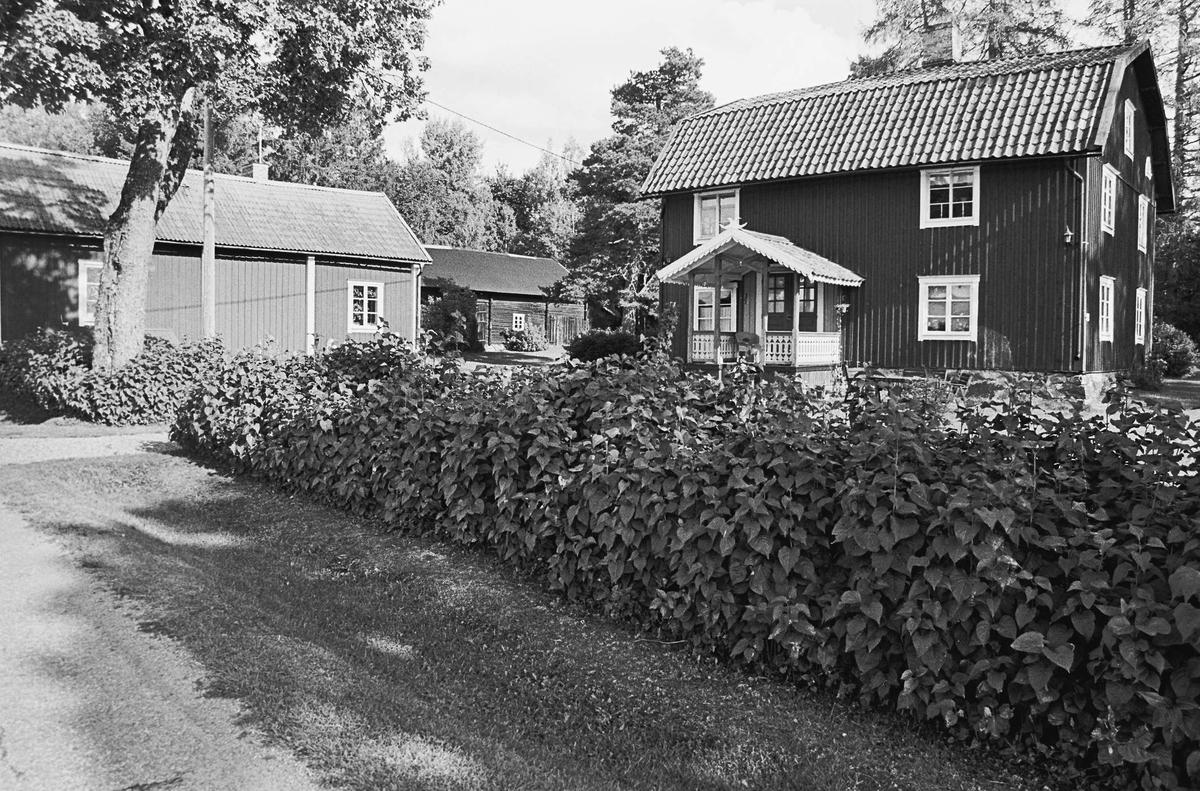 Lunda gård, Rocknö, Tolfta socken, Uppland 2000