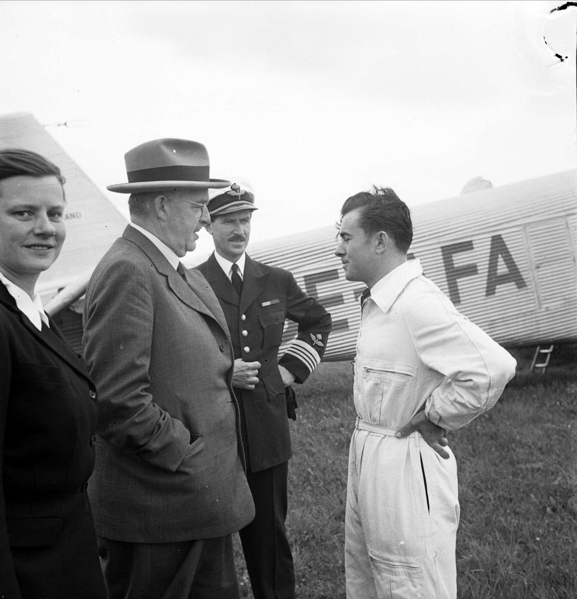 """""""Sportflygets dag"""" på Sundbro flygplats, Bälinge socken, Uppland september 1948"""