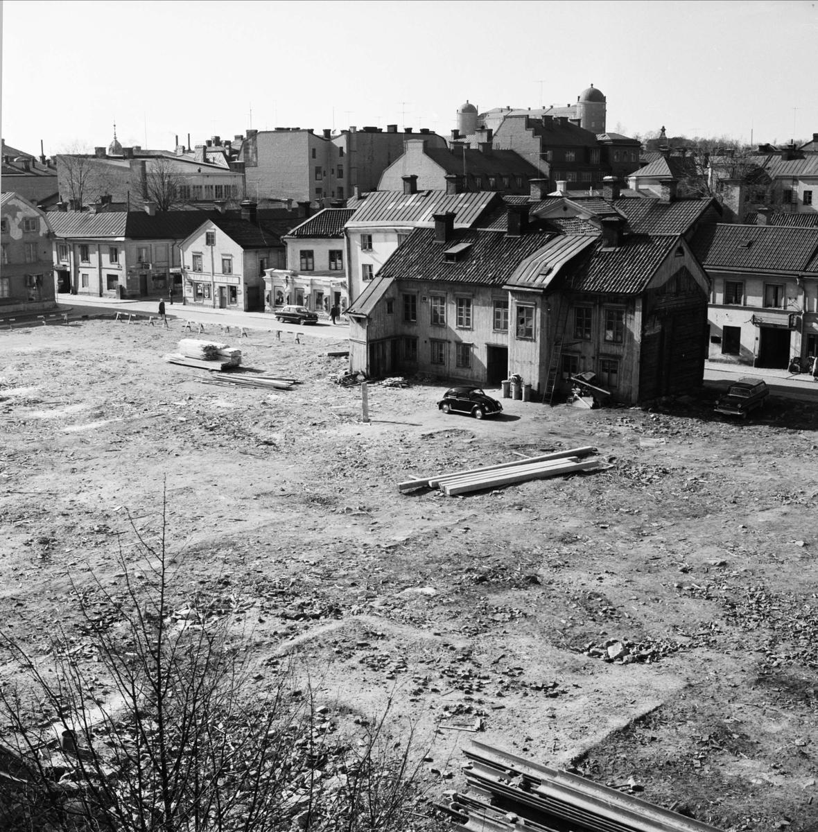 Rivningstomt i kvarteret Svanen, Dragarbrunnsgatan - S:t Persgatan, Uppsala 1961