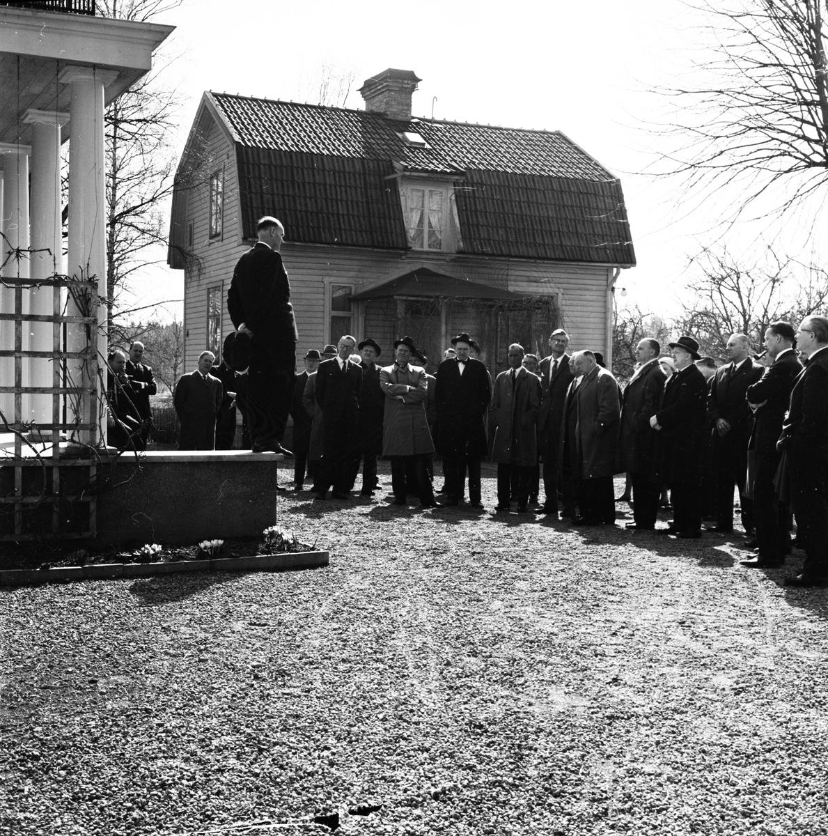 Landstinget - bussrundtur runt Uppsala, april 1964