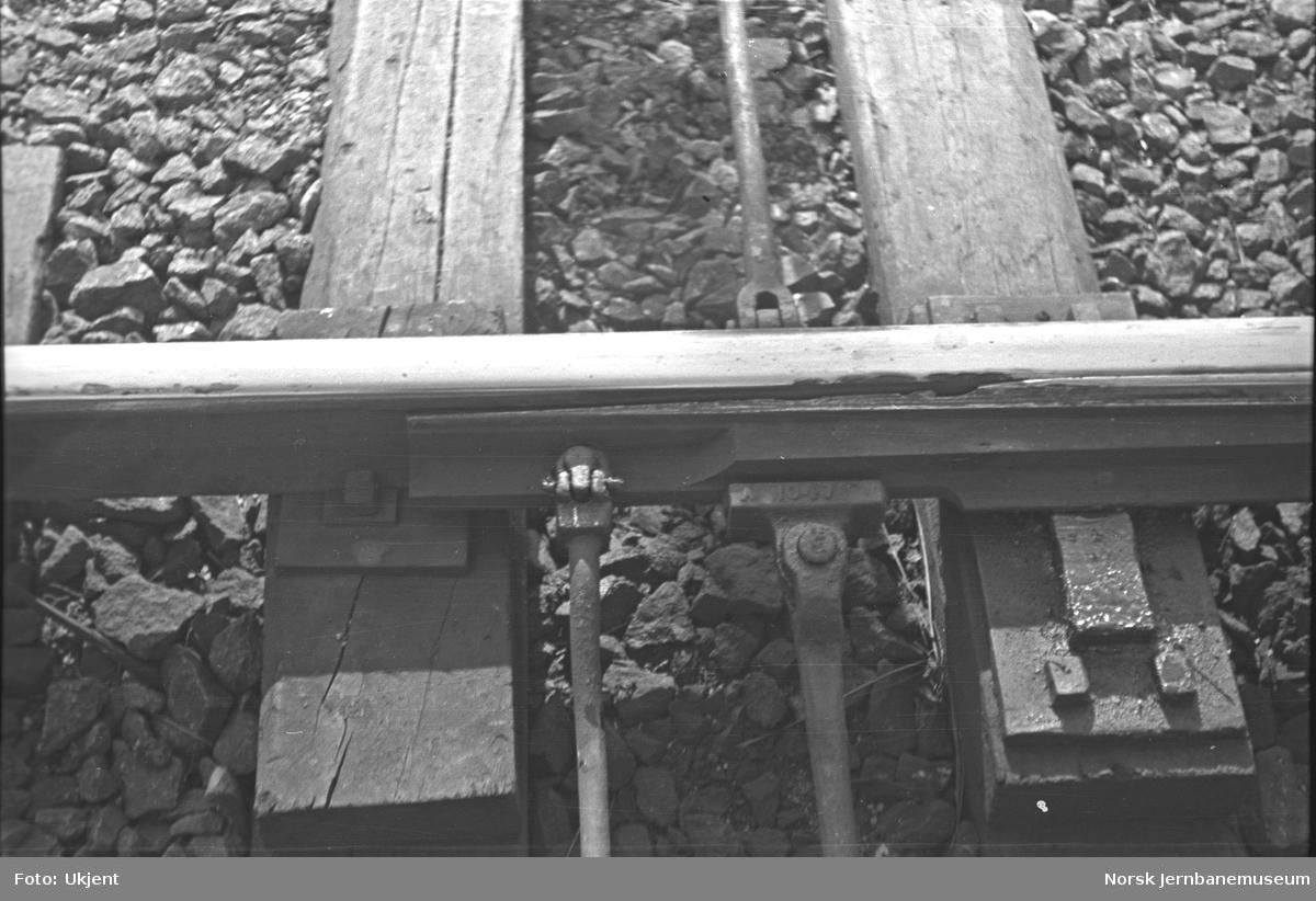 Avsporede godsvogner på Grorud stasjon : sporet