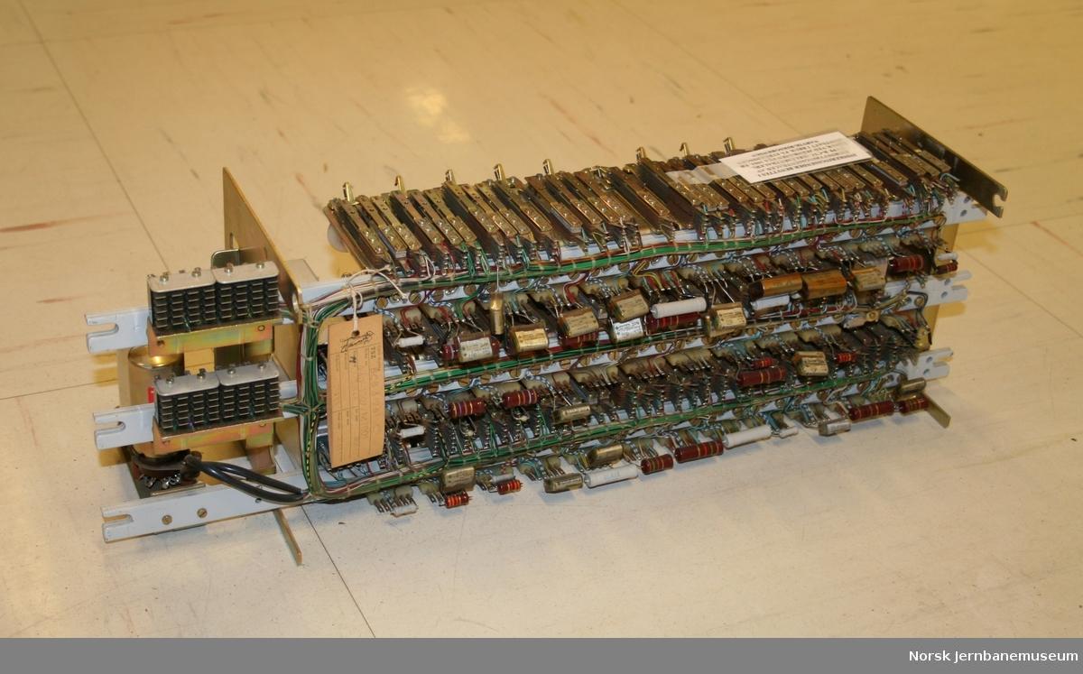 Indikeringssender, utført som et rack,  for relèstyrt fjernstyringssentral. I bruk fra 1963.