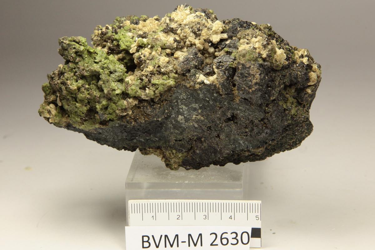 Ukjent lysegrønt mineral.