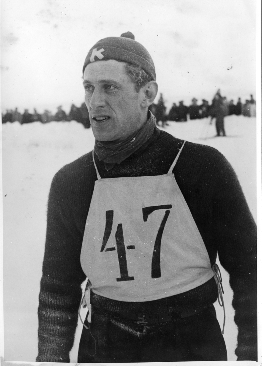 Petter Hugsted under NM på ski i Tistedalen 1947. Petter Hugsted in the National Championship in 1947.