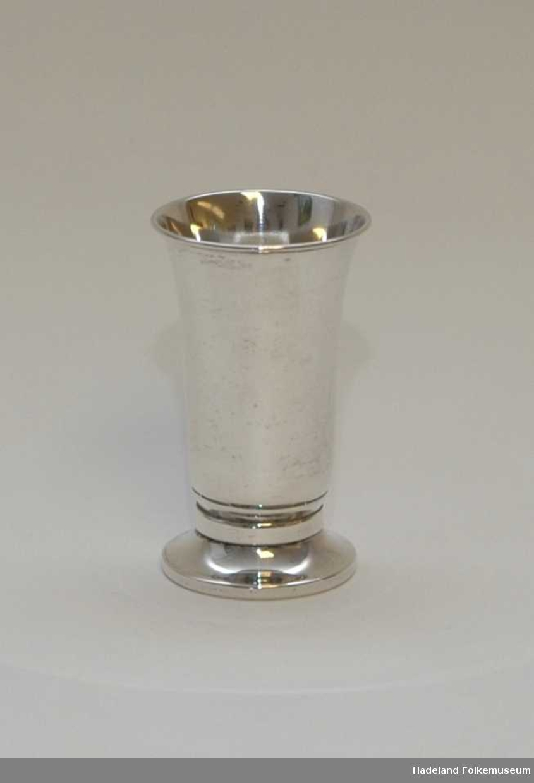 Pokal, Sølv stemplet 830S N3 Vekt 17g. Beger på fot.
