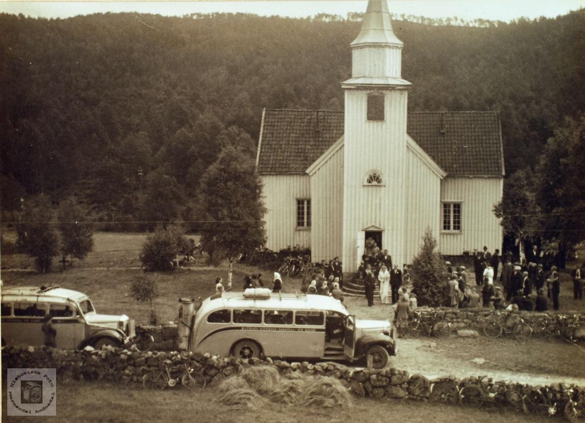 Bryllup til Gunvor Byremo og Jørgen Birkestøl ved Grindheim kirke.