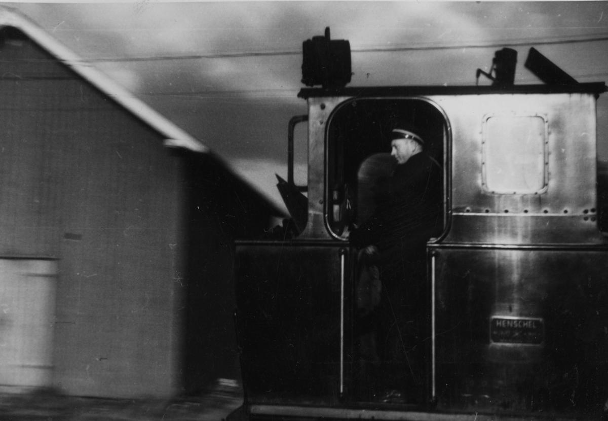 Skifting med lok 7 Prydz på Skulerud stasjon.