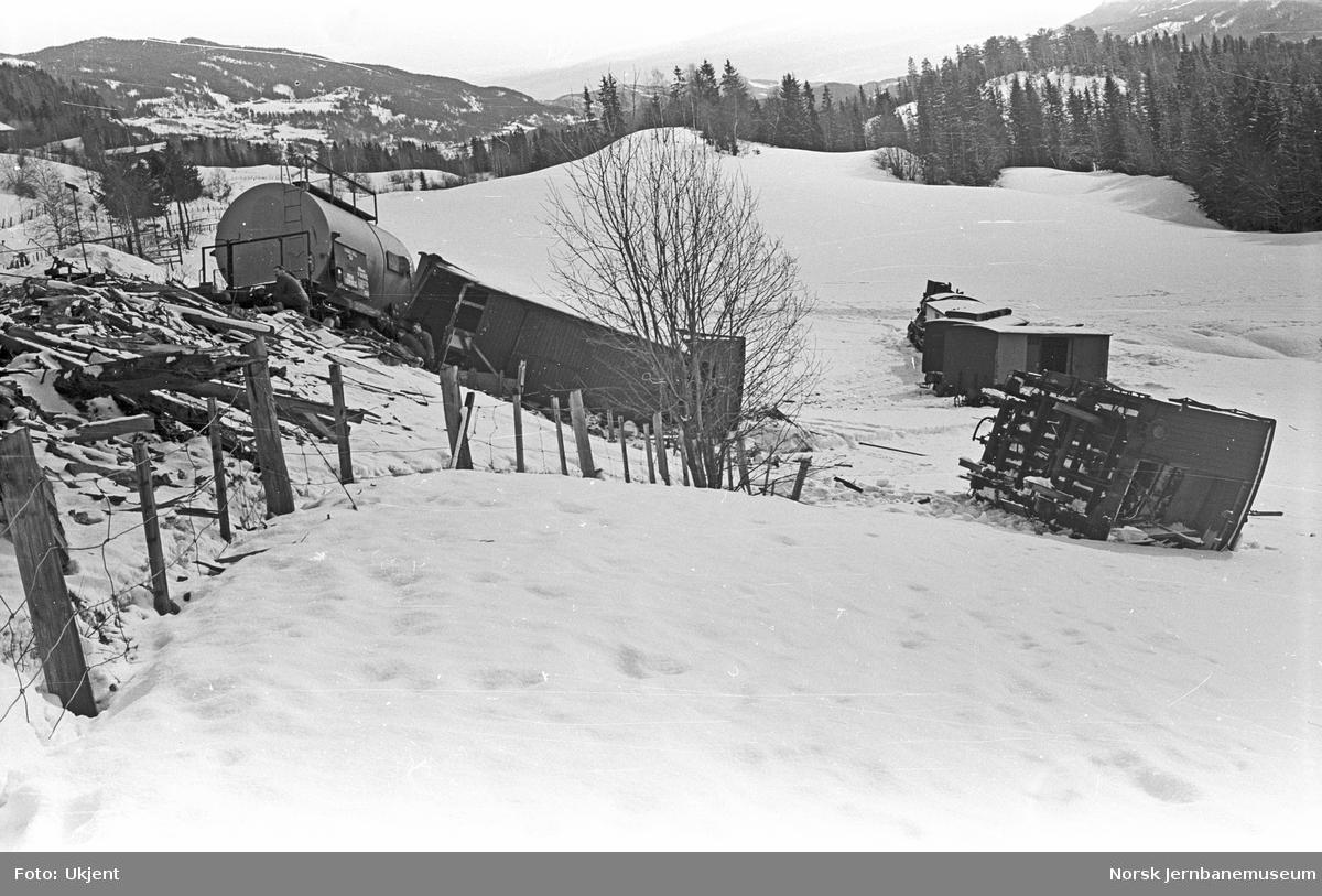 Avsporet godstog ved Nordåkre på Valdresbanen