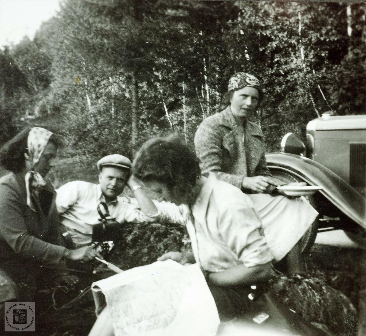 Ungdom fra Ubostad og Seland på telttur. Grindheim Audnedal.