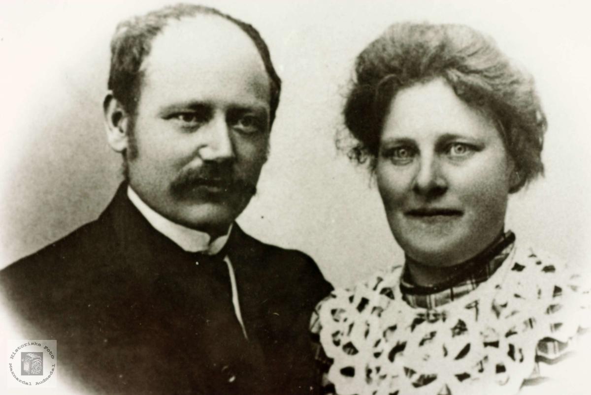 Portrett av ekteparet Knut og Mari Flottorp. Grindheim Audnedal.