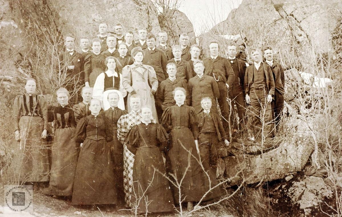 Medlemmer av Grindheim Ungdomslag.