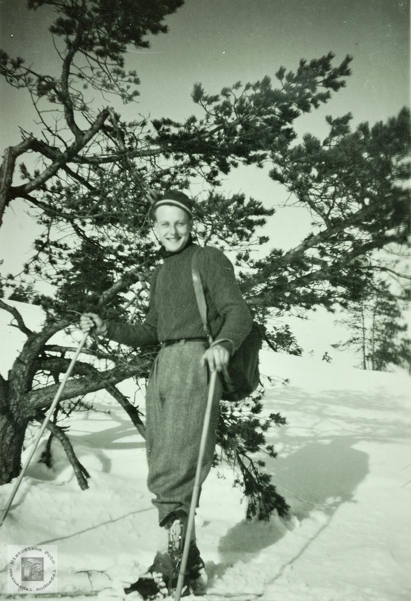 Torkjel Haaland på skitur. Grindheim.