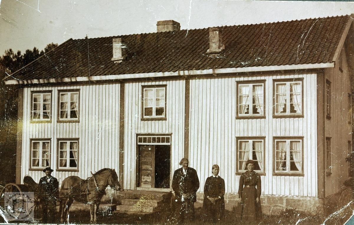 """Bilde fra """"Der heima"""" på Sveindal. Grindheim."""