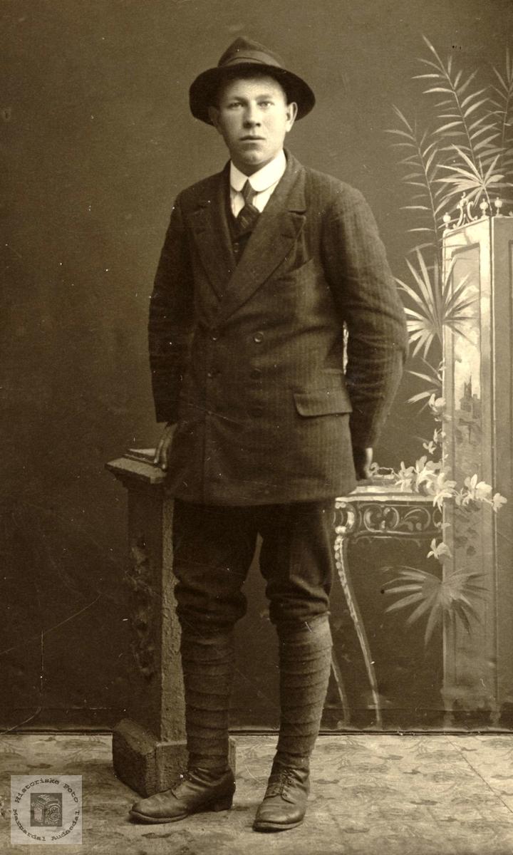 Portrett av Torleiv Ågedal, gamle Bjelland kommune.