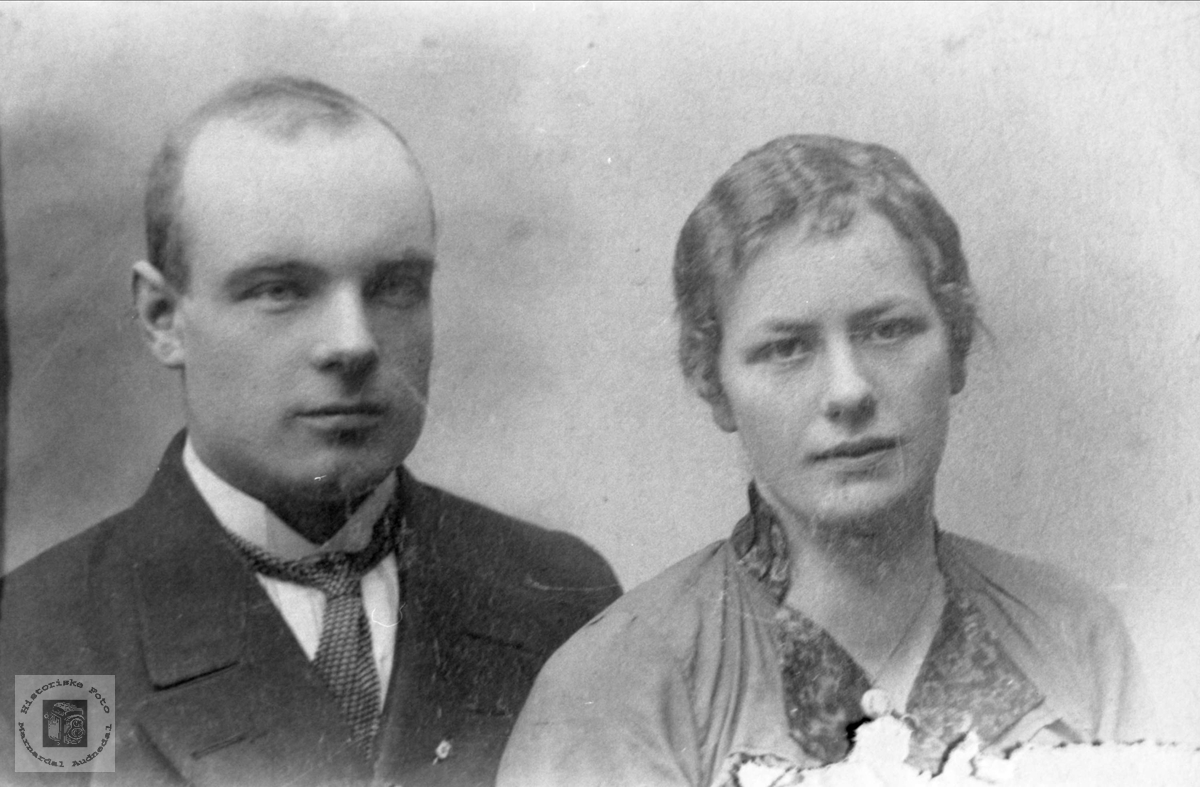 Portrett av ungt par, Tora og Torkel Foss, Bjelland.