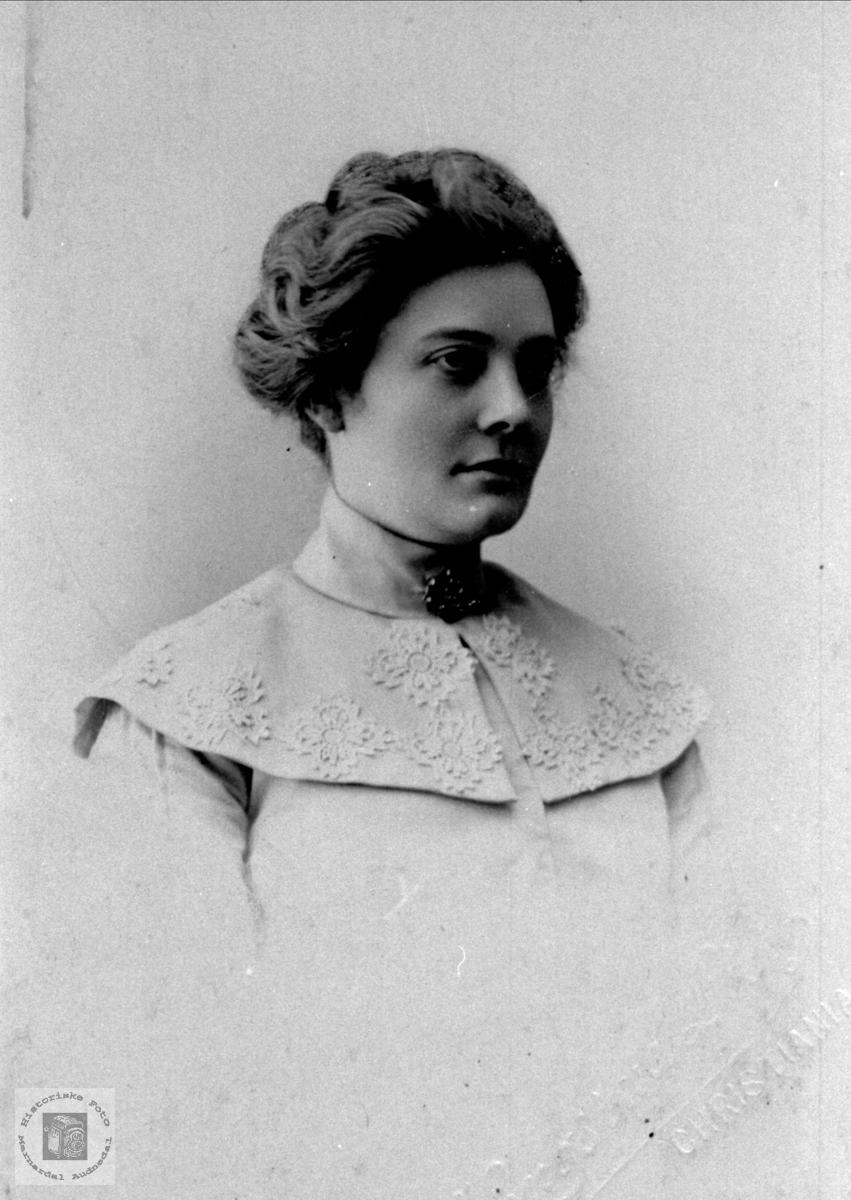 Portrett av Anne Kleveland, f. Sveinall, Laudal.