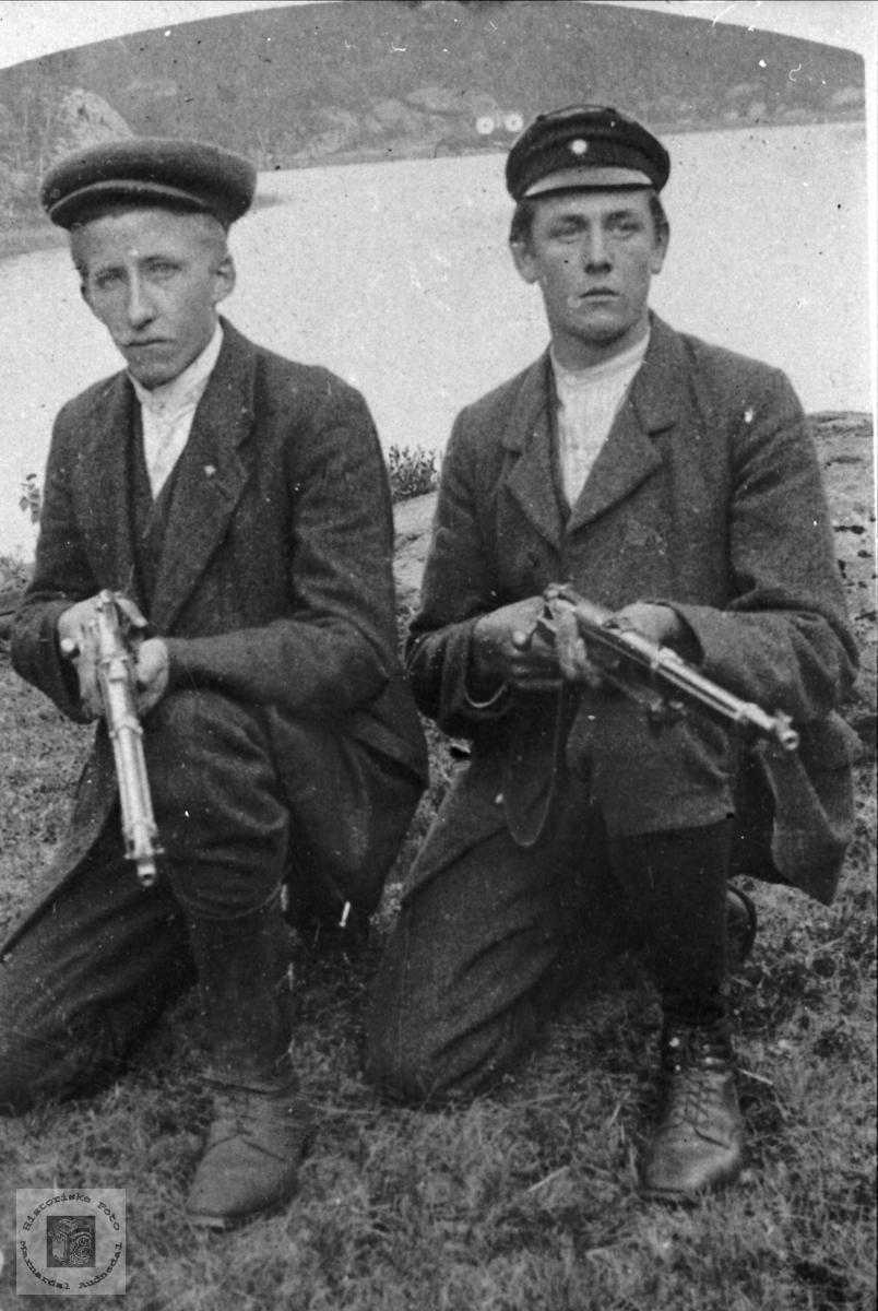 Skyttere Nils Andreas og muligens Knud Breland, Øyslebø.