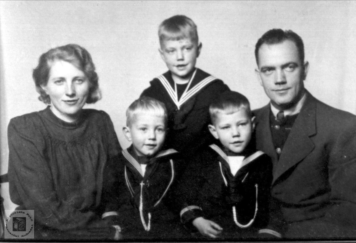Familiegruppe Jul Olsen, Skuland i Laudal.