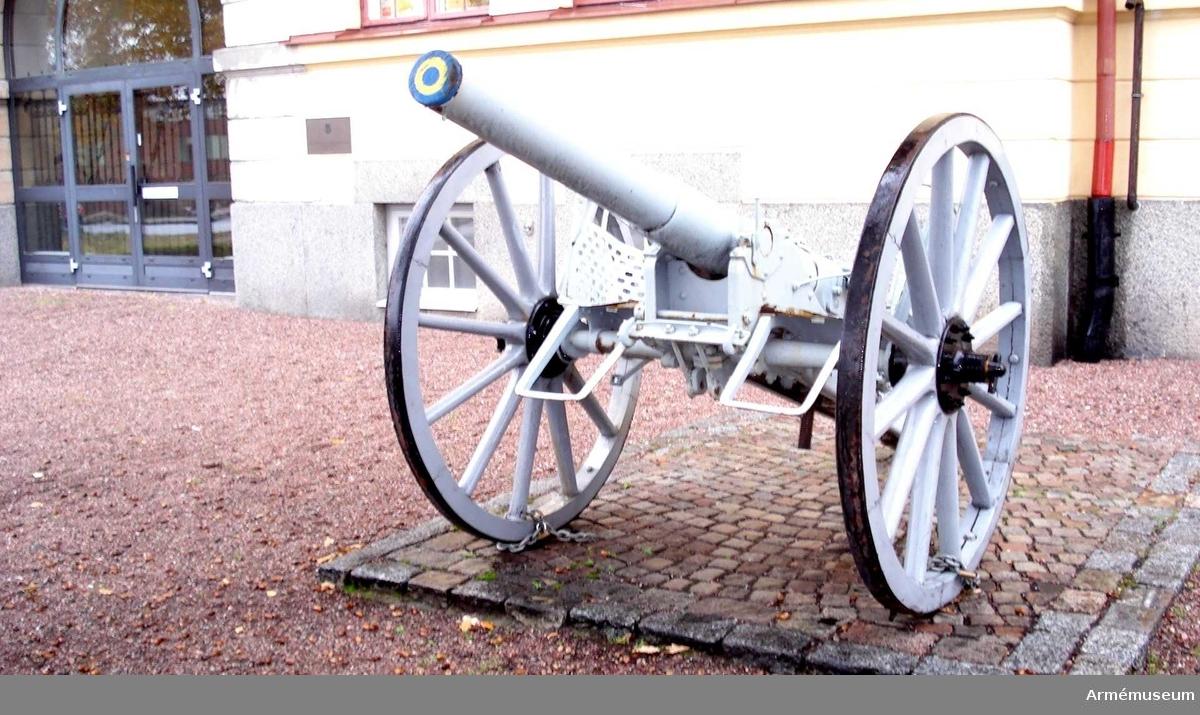 Kanon m/1881, 8,4 cm, med lavett m/1881. Eldröret tillv. vid Finspång 1887. Nr 152. Lavetten av Atlas 1887.