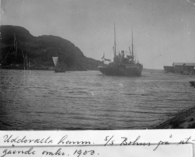 """Text på kortet: """"Uddevalla hamn s/s Bohus på utgående"""".    ::"""