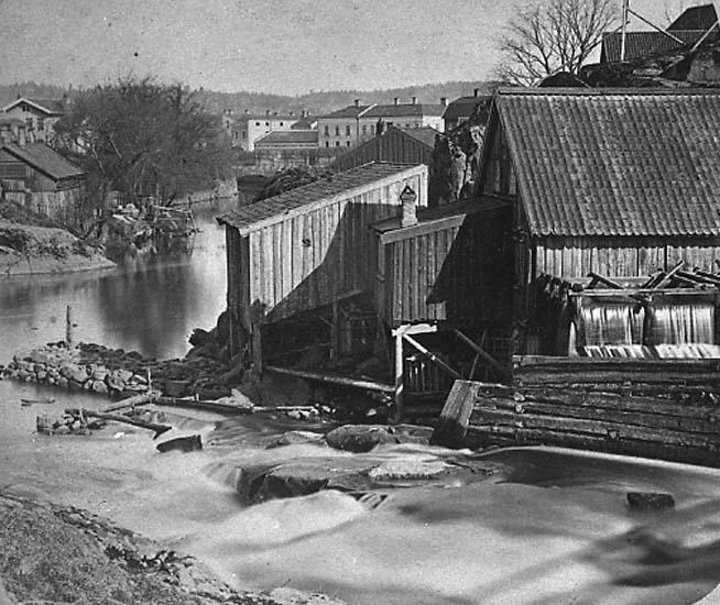 """Enligt text på fotot: """"Vattenfallet och kvarnen vid Strömberget 1865 från sydost""""."""