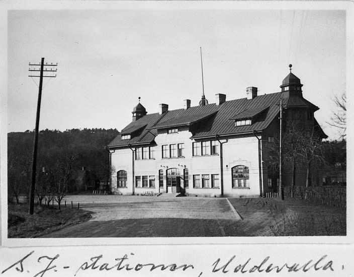 """Text på kortet: """"S.J-stationen, Uddevalla""""."""