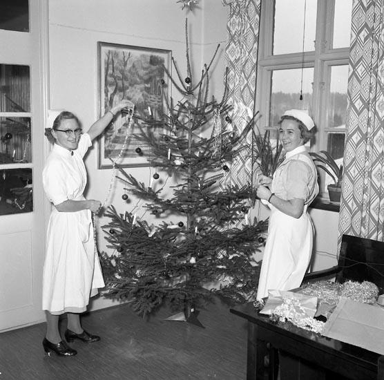 """Enligt notering: """"Julbrådska U-a Lasarett 22-12-54""""."""