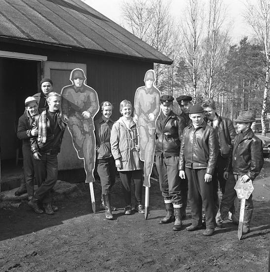 """Enligt notering: """"U-a mästare i skytte 31/3 1957""""."""