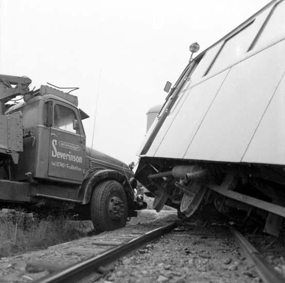 """Enligt notering: """"Järnvägsolycka Rälsbuss - B 12 Grävskopa 22/10 -59""""."""