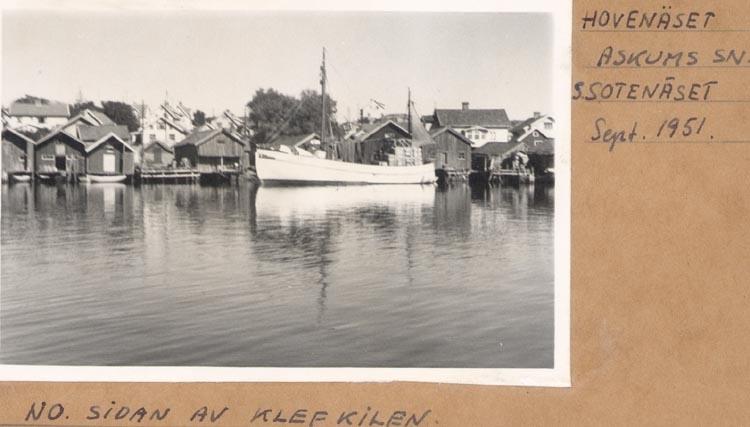 """Noterat på kortet: """"HOVENÄSET ASKUMS SN. S. SOTENÄSET. Sept. 1951. NO. SIDAN AV KLEFKILEN""""."""