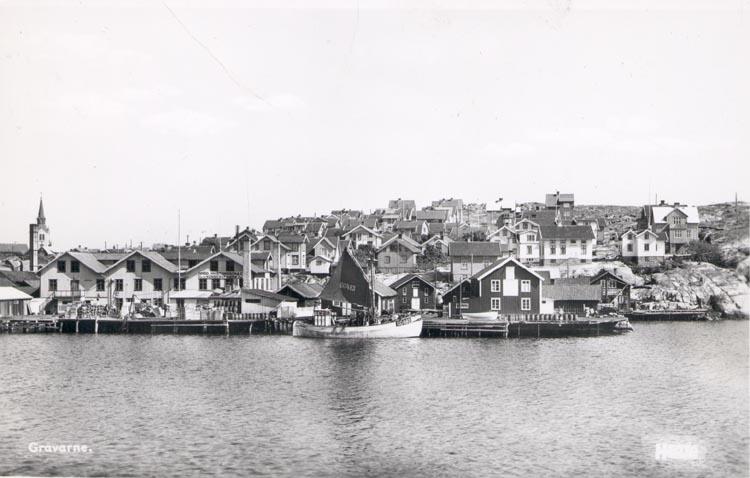 """Tryckt text på kortet: """"GRAVARNE"""".  Notering på kortet: """"Mot Tjuvsund från Skansholmen ca 1930""""."""