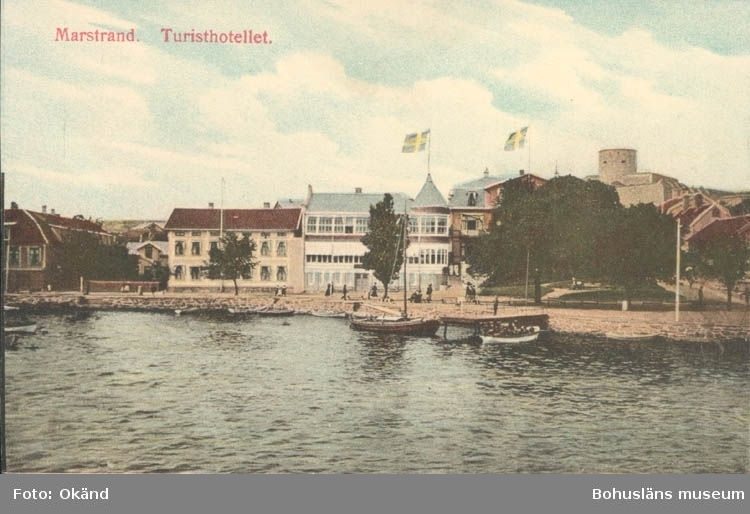 """Tryckt text på kortet: """"Marstrand. Turisthotellet.""""   ::"""
