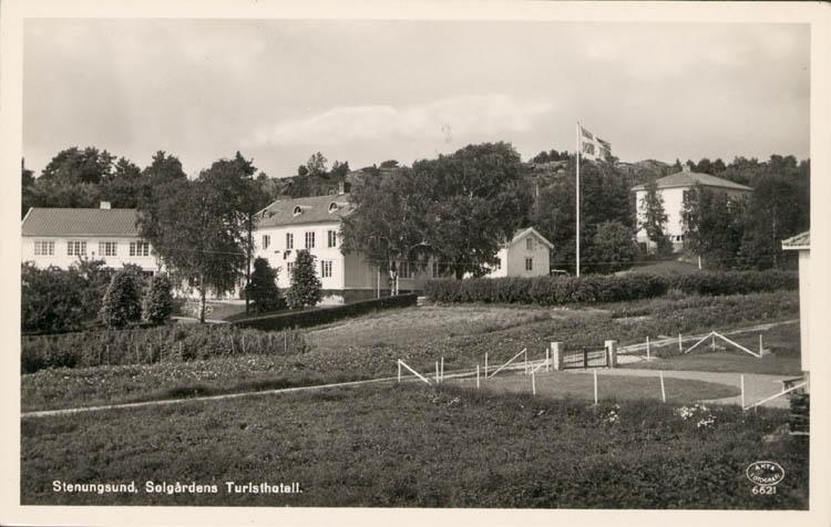 "Tryckt text på kortet: ""Stenungsund, Solgårdens Turisthotell."" ::"