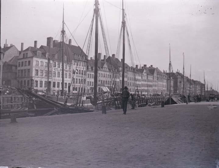 """Enligt text som medföljde bilden: """"Danmark, Köbenhamn."""" ::"""