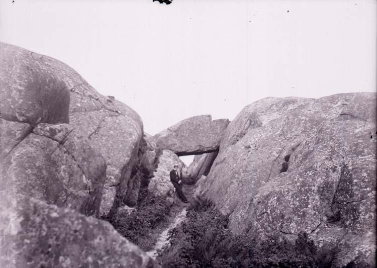 """Enligt text som medföljde bilden: """"Lysekil. Nålsögat 11/8 1901."""" ::"""