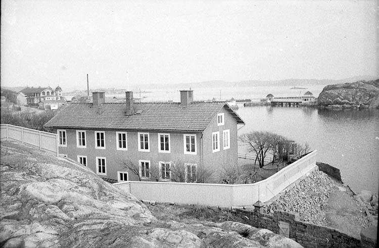 """Enligt fotografens notering: """"Havsfiskelaborariet i Lysekil""""."""