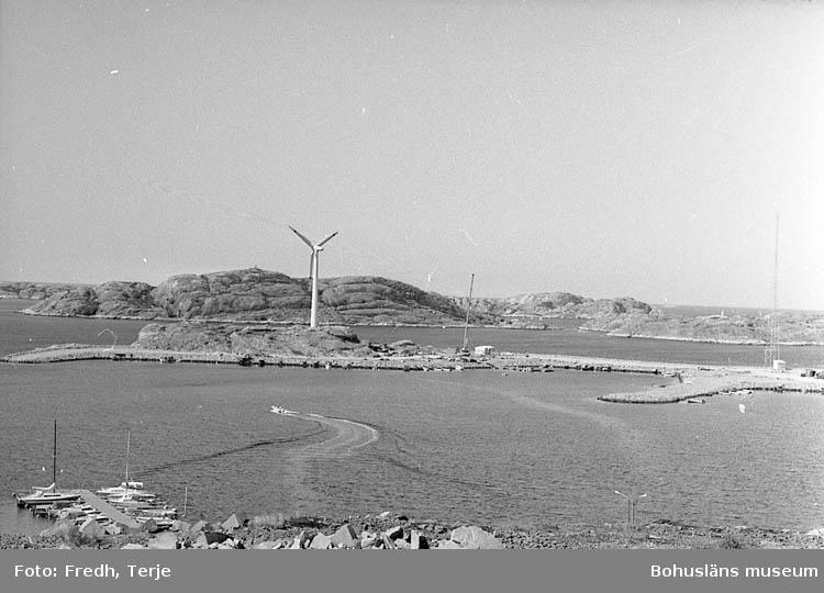 """Enligt fotografens notering: """"1:a vindkraftverket i Lyse""""."""